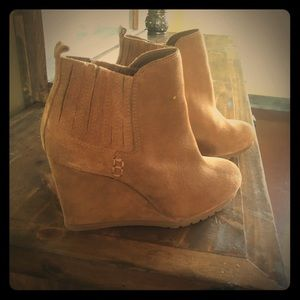 Gianni binni ankle booties.